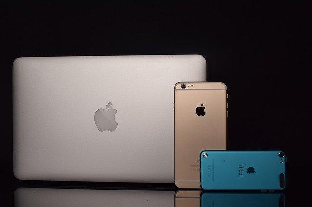 Apple कहाँ की कंपनी हैं Apple किस देश की कंपनी हैं Apple कंपनी का मालिक कौन हैं Apple कंपनी के पॉपुलर Products Apple Companey की History